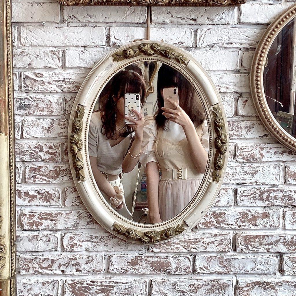 三軒茶屋カフェ 下馬 マジョレルカフェ アンティークギャラリー・マジョレル 自家製プリン レトロカフェ 東京カフェ メニュー 内装 鏡ごし インスタ映え