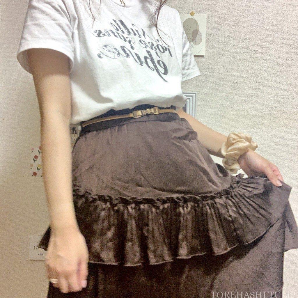 épine エピヌ ロゴTシャツ 夏コーデ Tシャツ グリッターTシャツ 刺繍Tシャツ コーデ 1週間着回しコーデ ブラウンスカート ガーリーコーデ