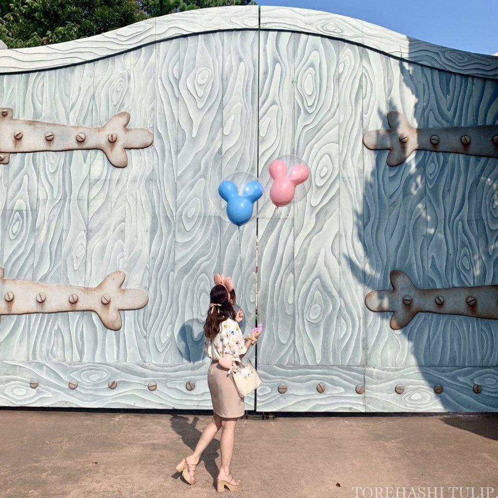 ミッキーバルーン 風船ディズニー ディズニーランド 再開後 バウンドコーデ インスタ映え 写真スポット ポーズ トゥーンタウン