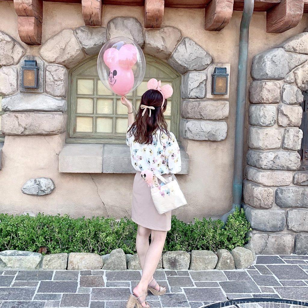 ミッキーバルーン 風船ディズニー ディズニーランド 再開後 バウンドコーデ インスタ映え 写真スポット ポーズ 美女と野獣エリア