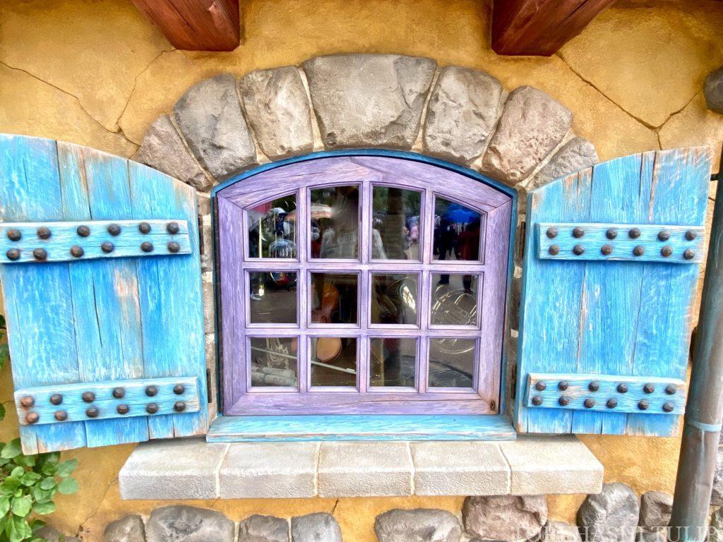 新エリア ディズニーランド 美女と野獣エリア 解説 回り方 楽しみ方 見どころ 暴れる馬車 村人の家