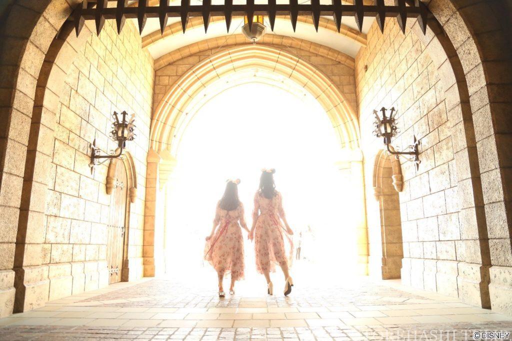 ディズニーランド ディズニーシー  カメラマンキャスト フォトグラファー フォトキー 夜景と光の撮影 値段 ポーズ シンデレラ城