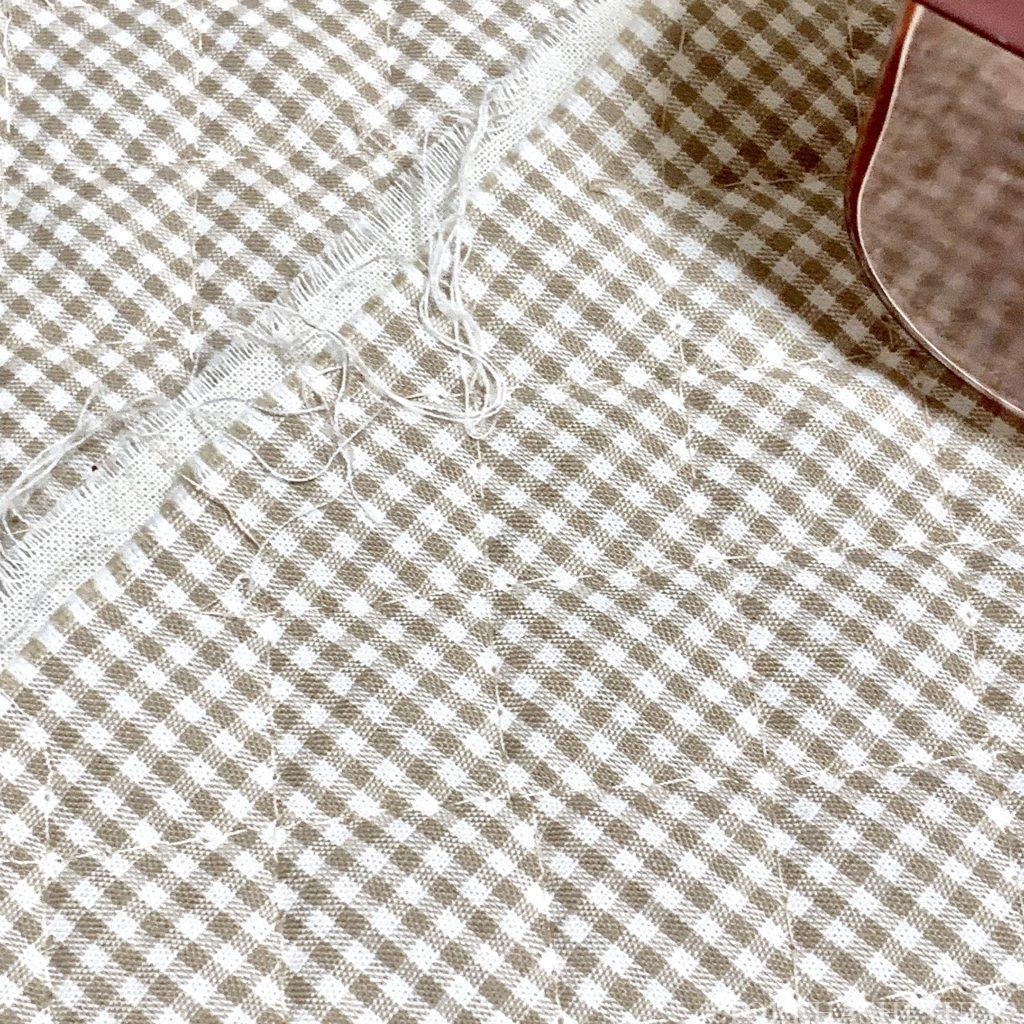 DAISO ダイソー 100均 100円ショップ 毛玉取り 電動毛玉取り機 毛玉とり 使い方 レビュー おすすめ 糸くず