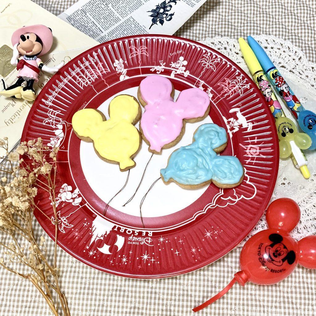 キャラクタークッキー 型抜きクッキー メレンゲクッキー 100均 ダイソー セリア 簡単 作り方 レシピ アイシング チョコペン ディズニー ミッキーバルーン 風船 手で成形