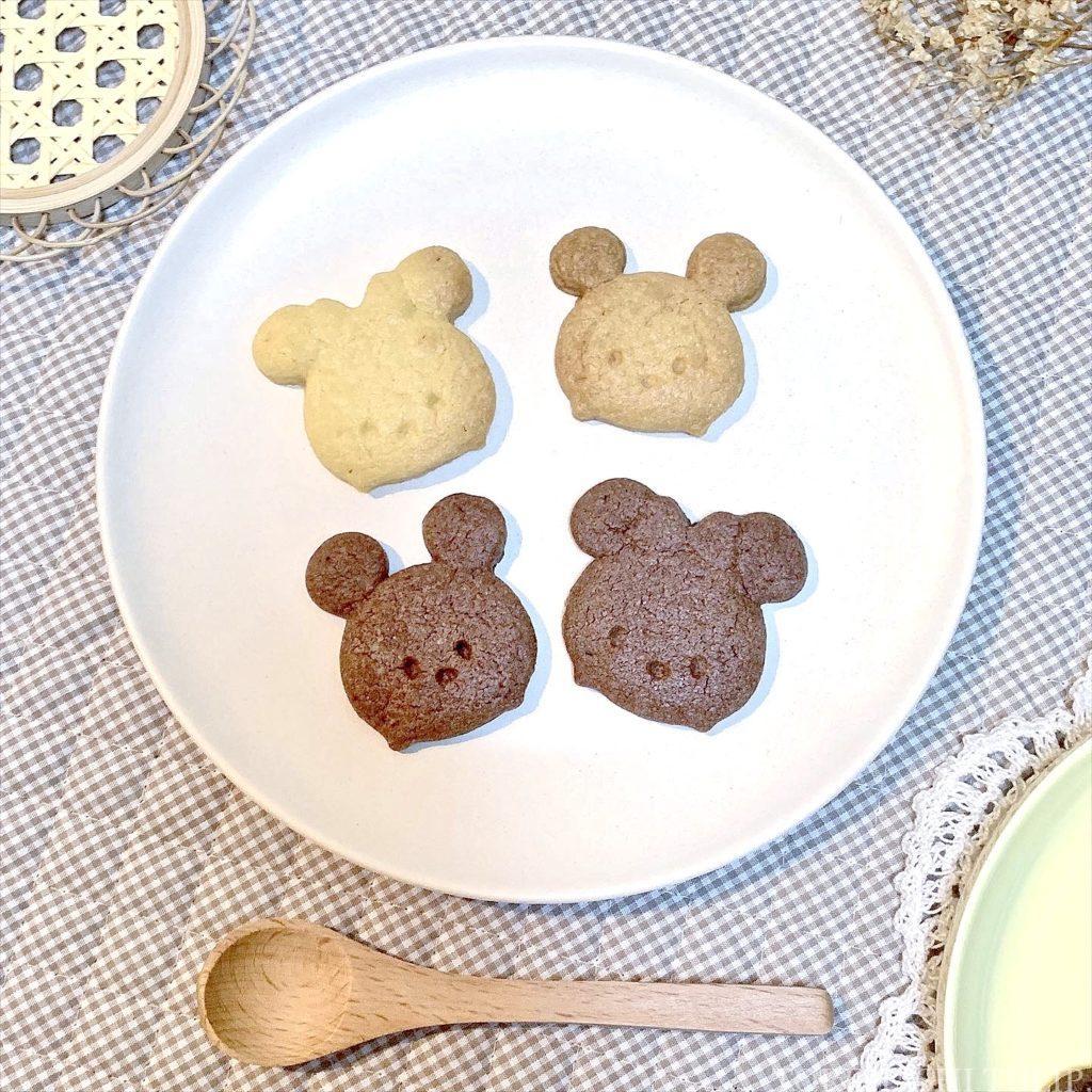 キャラクタークッキー 型抜きクッキー メレンゲクッキー 100均 ダイソー セリア 簡単 作り方 レシピ アイシング チョコペン ディズニー ミッキー パンツ 手袋 ツムツム