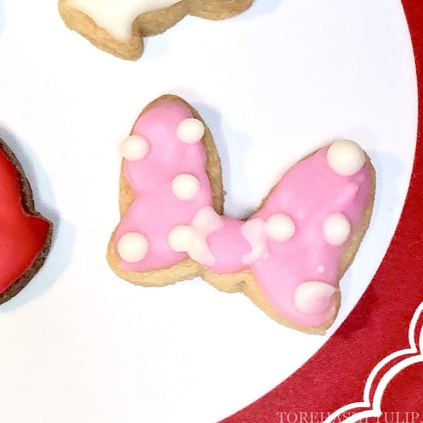 キャラクタークッキー 型抜きクッキー メレンゲクッキー 100均 ダイソー セリア 簡単 作り方 レシピ アイシング チョコペン ディズニー ミニーマウス リボン ツムツム