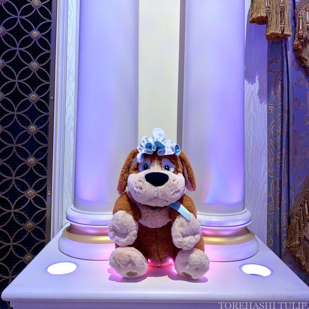シンデレラのフェアリーホールテイル シンデレラ城 ディズニー ディズニーランド インスタ映えスポット 写真スポット おしゃれ 休止後 再開 メインホールの大きな椅子