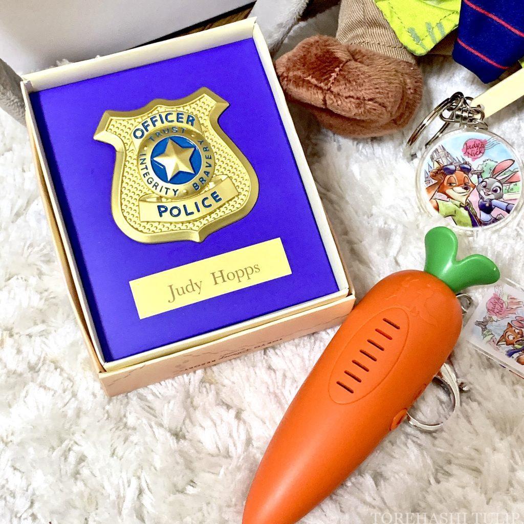 ディズニー ズートピア 最新グッズ ニック ジュディ グッズ 2021 ボン・ヴォヤージュ 警官ブローチ 警官バッジ