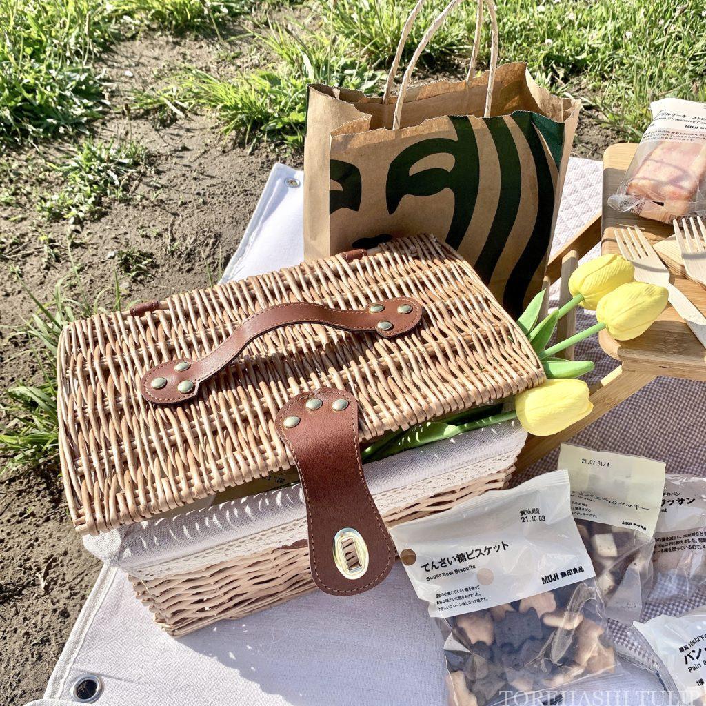 おしゃピク ピクニック おしゃれ 基本とコツ 100均 食べ物 布 無印良品 ランチ箱 プチプラ 初心者 飾り 造花 ドライフラワー チューリップ