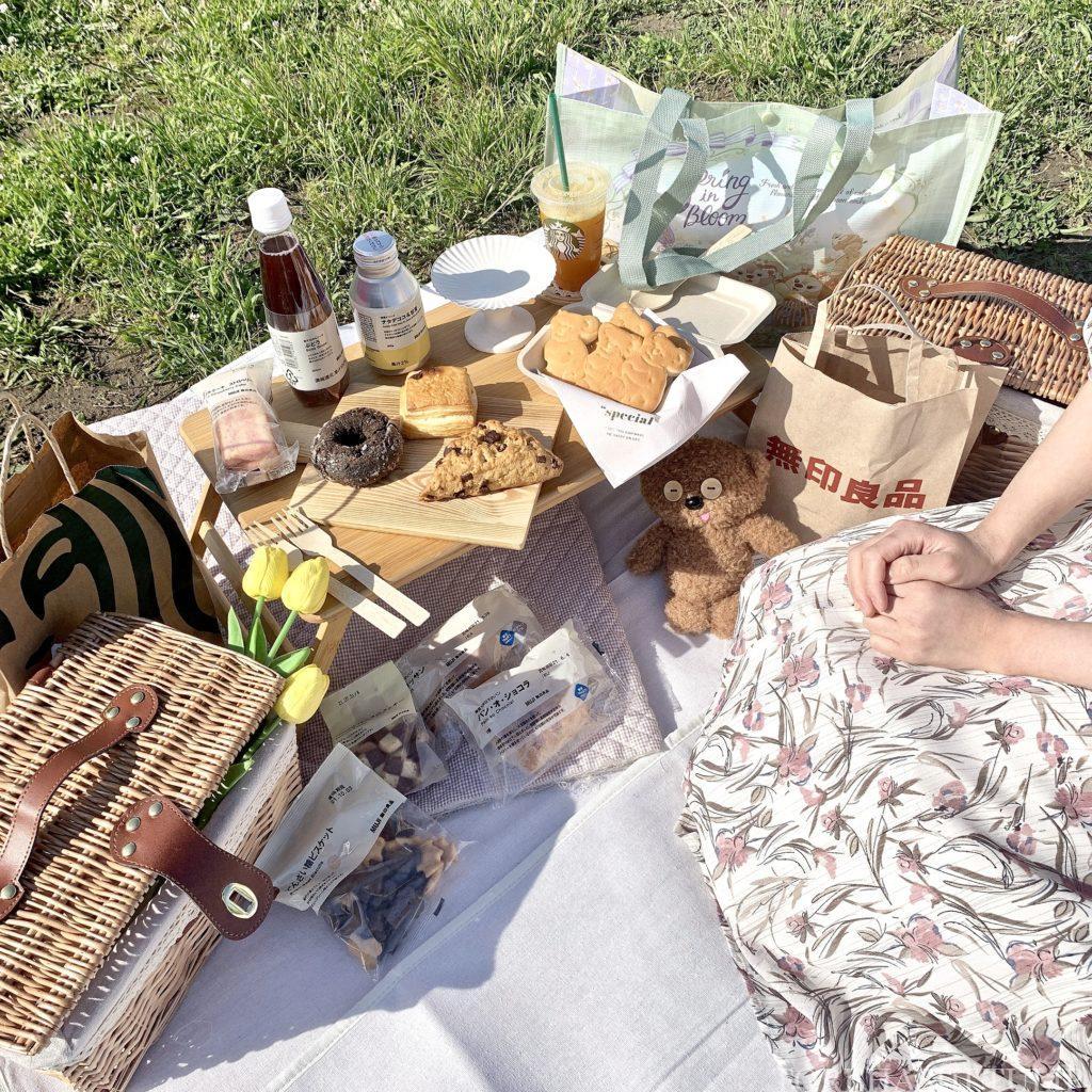 おしゃピク ピクニック おしゃれ 基本とコツ 100均 食べ物 布 無印良品 ランチ箱 プチプラ 初心者 飾り おすすめアイテム
