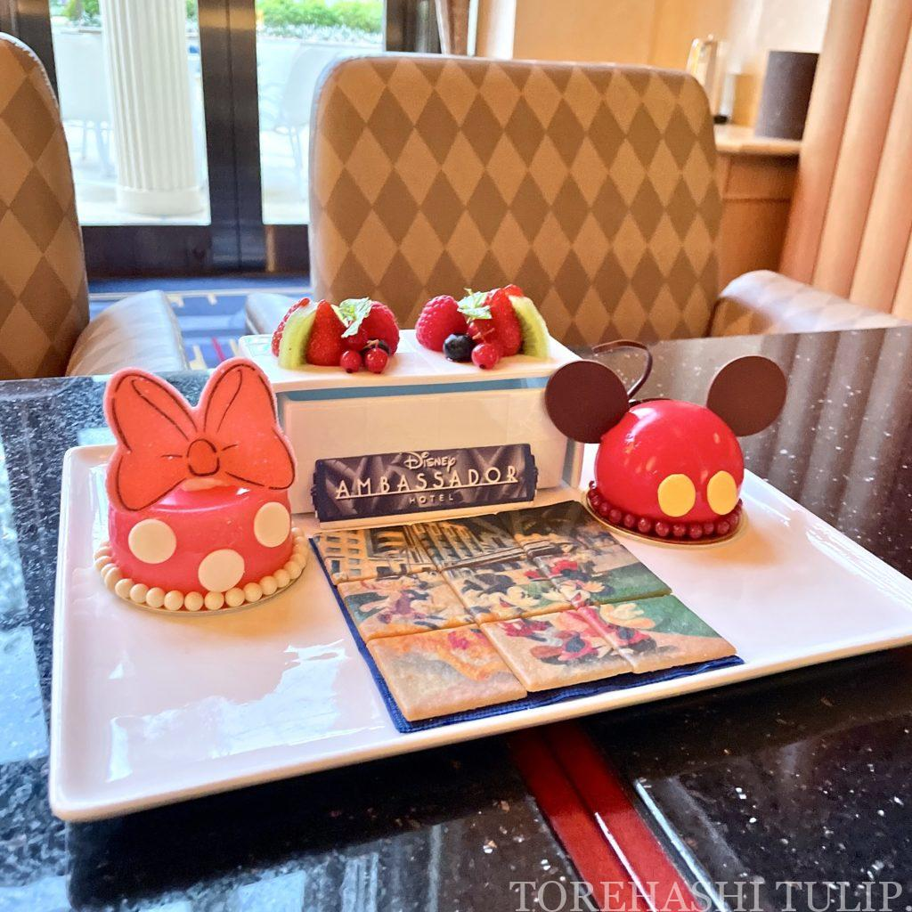 ディズニー アンバサダーホテル ハイピリオン・ラウンジ ファンデコデザート ケーキセット レビューブログ 予約 味 ムースケーキ 中身