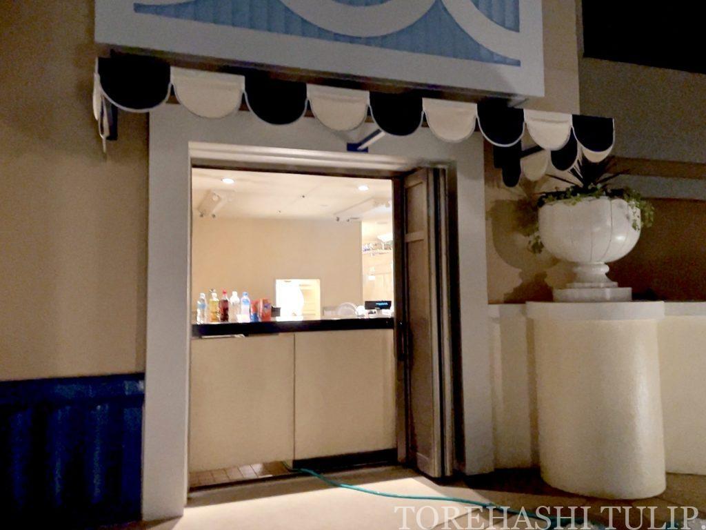 ディズニーホテル アンバサダーホテル パームガーデンプール ナイトプール 軽食メニュー インスタ映え レポ 2021年夏 チケット売り切れ 重箱 限定メニュー ウェルカムドリンク バーカウンター お菓子や飲み物購入 お水無料 ノンアルコールドリンク