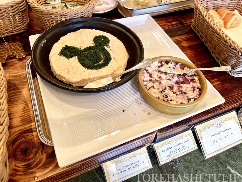 ディズニーランドホテル シャーウッドガーデン・レストラン 朝食ブッフェ 2021年 メニュー 予約方法 宿泊者以外 時間制限 ブログ 営業時間 料金 コロナ パンメニュー グーフィー チップ デール 可愛い